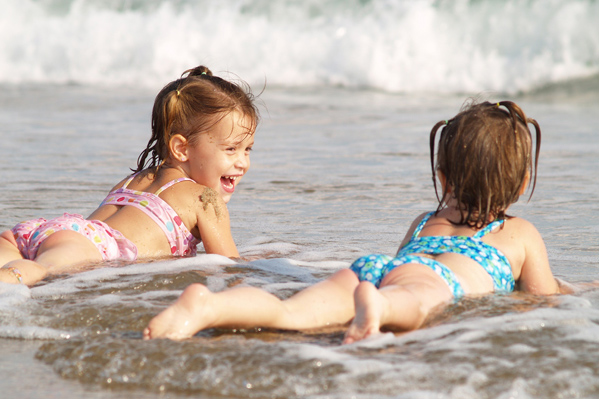 bambini in spiaggia a Rimini